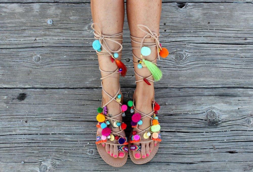 sandalias con pompones