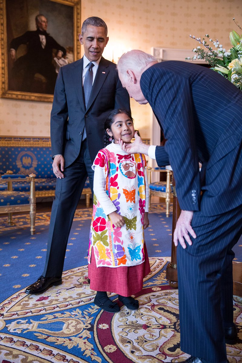Today, @POTUS and @VP met young activist Sophie Cruz at the White House #CincoDeMayo reception. Photo by @petesouza. https://t.co/DOWbrsZ30M