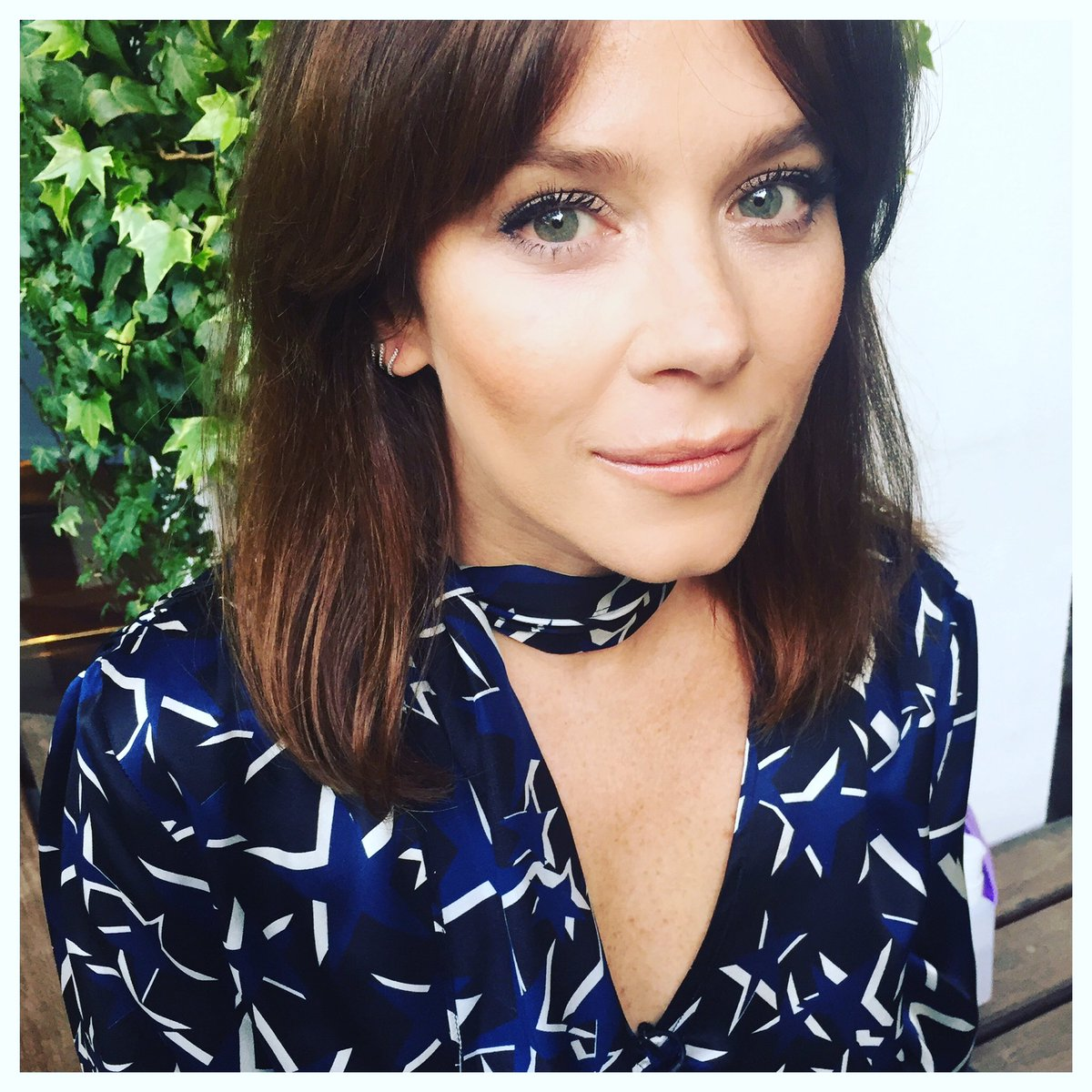 Backstage in the sunshine with the gorgeous @annafriel before @chattyman #annafriel #chattyman #marcella https://t.co/ZIfQMPzQVw