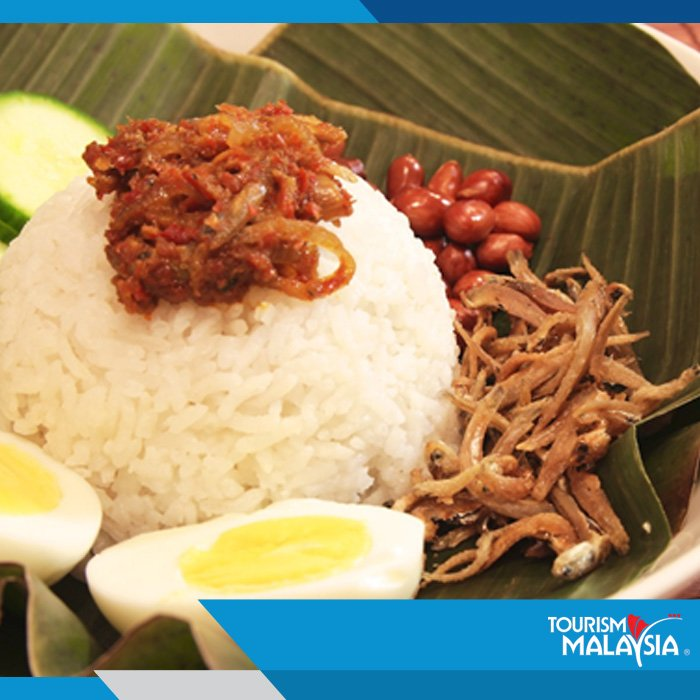 Aromatic rice soaked in coconut cream, topped with hot spicy sauce, egg, cucumber, roasted peanuts = Nasi Lemak. https://t.co/Gsyyf6LqqH