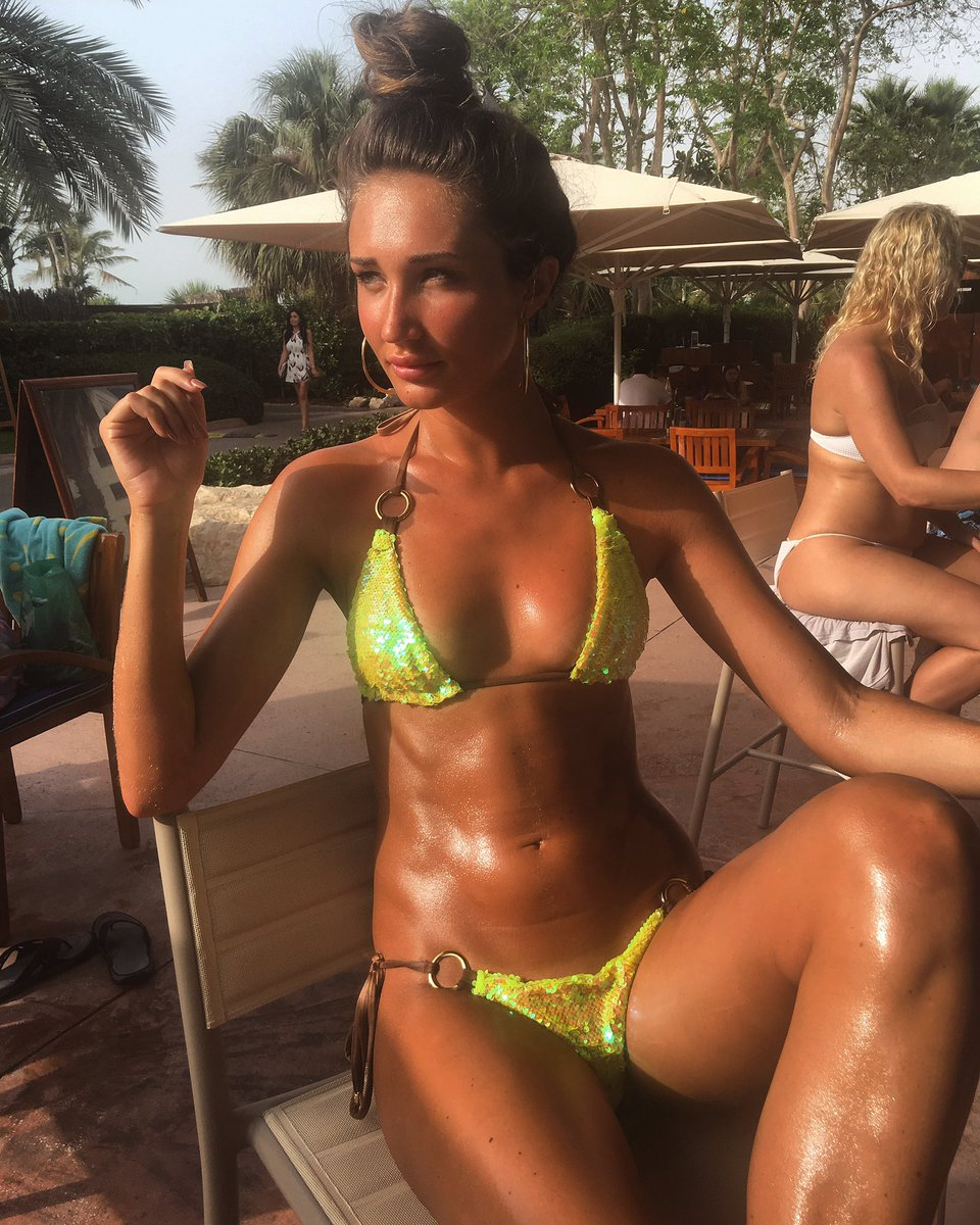 Skinny tanned babe vibes and dildos pussy to orgasm on cam 9