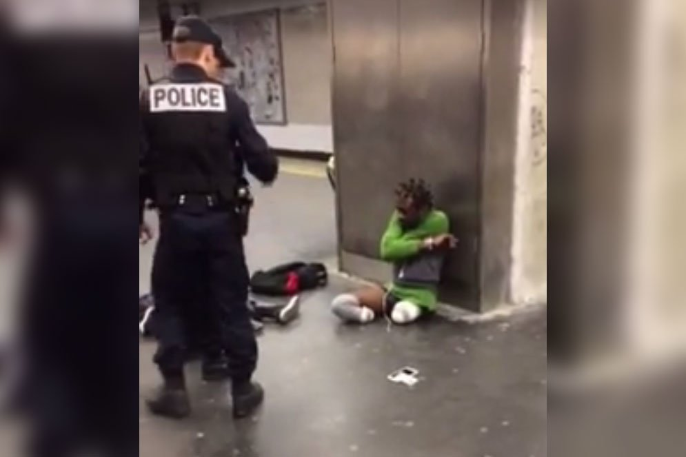 French police accused of 'humiliation' of double amputee after video goes viral https://t.co/4gkufVdeyn
