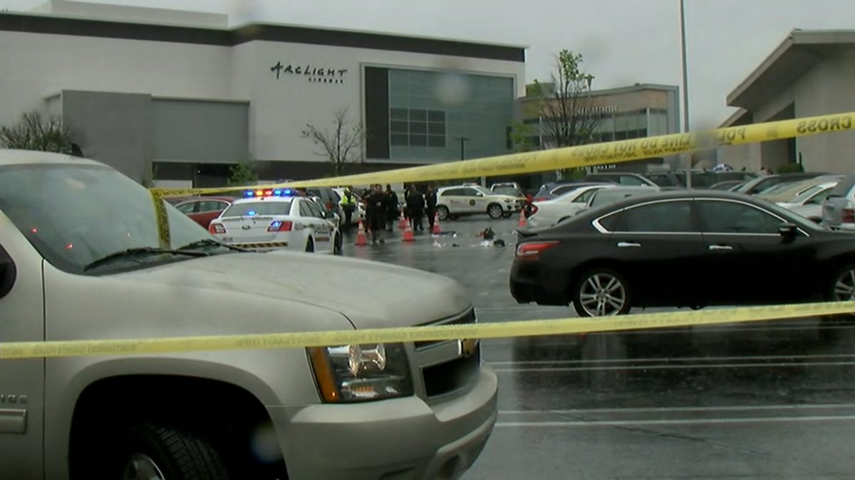 Westfield Montgomery Mall, Giant grocery shooting, 1 dead