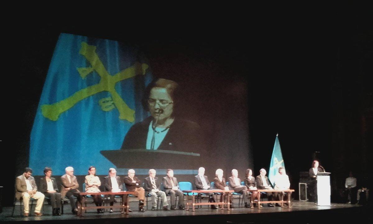 Ana Cano anuncia la creación del Premiu Nacional de Lliteratura Asturiana #DiaDeLesLletresAsturianes #Oficialidá https://t.co/wwjPx1qk5L