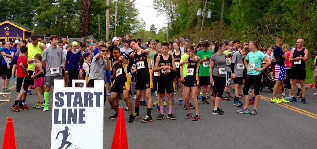 And they're off! 400 running in the 1st Annual #Scotties5K @BSCSD @NYhealthyliving @GilbaneBuilding @SaratogaTODAY https://t.co/qXxOFFjepB
