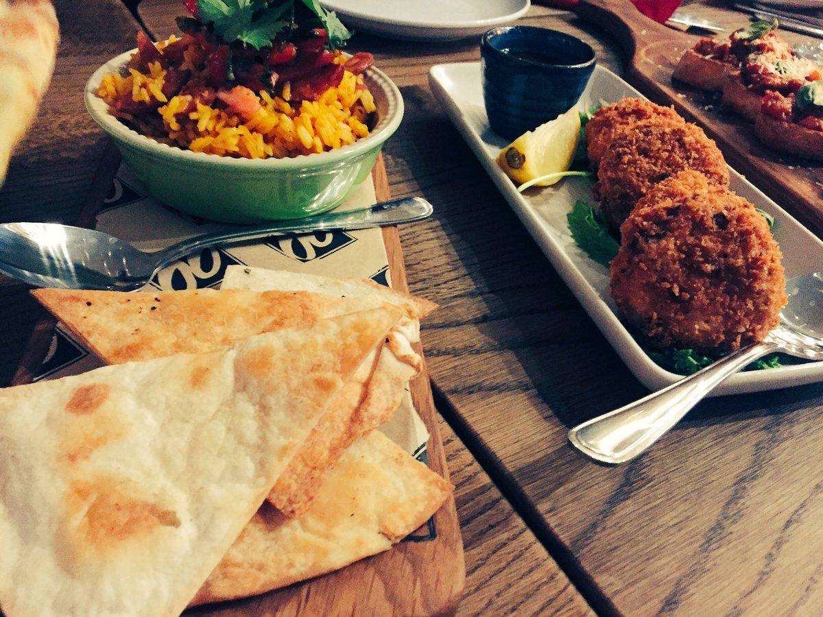 Yummy food with @DoppioZeroSA at the #DoppioWinterMenu #FoodieSquad with @CindyinJozi :) https://t.co/jGNNPeJeVY