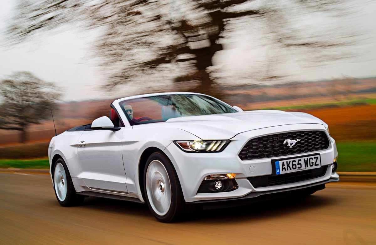 The Most Popular Convertible #award goes to the new Ford Mustang #HJAwards2016 https://t.co/TDD88mnvDJ