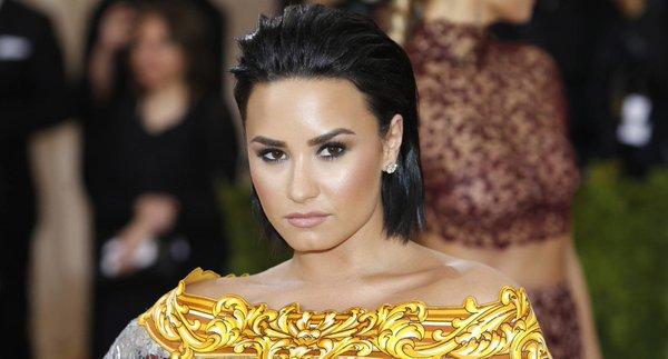 Demi Lovato racconta se stessa su droga anoressia e bulemia