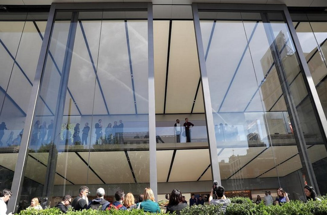 Apples New Flagship Store In Sf Comes With 42 Ft Tall Sliding Doors