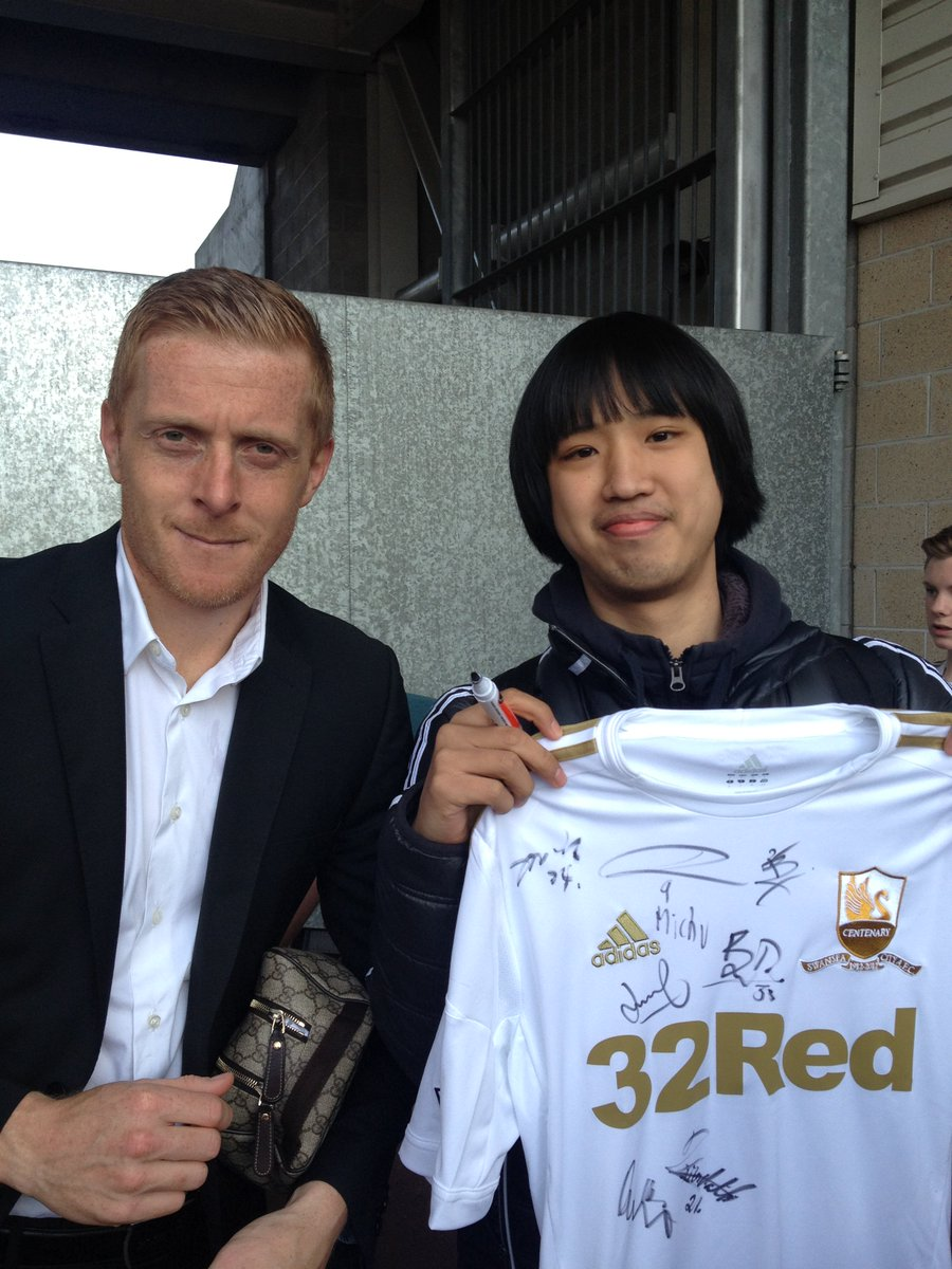 Meet the Chinese indie band writing lyrics about @swansofficial @swansFC and @GarryMonk https://t.co/rubYjpQpRm https://t.co/Z98nPJnC3G