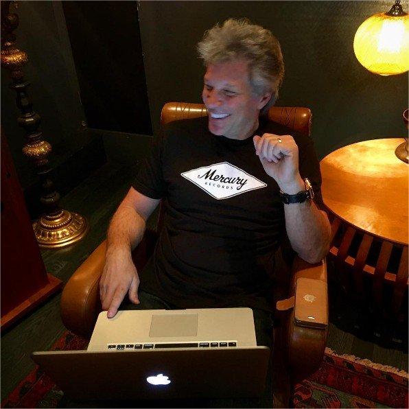 Jon Bon Jovi vuelve a presumir de discográfica.