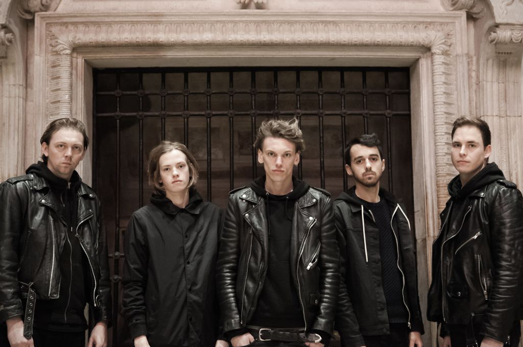 Track Of The Day #857: Counterfeit –Enough https://t.co/LNquYMEYPY https://t.co/nvQoQX55vo