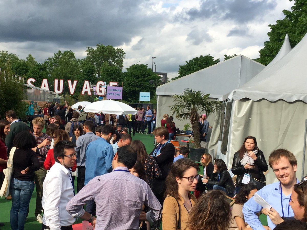 Our favorite activity at Swapcard : Networking with a bit of sunshine and a cool crowd! @OuiShareFest ☀️👌😎#OSFEST16 https://t.co/ydvckE4lHU