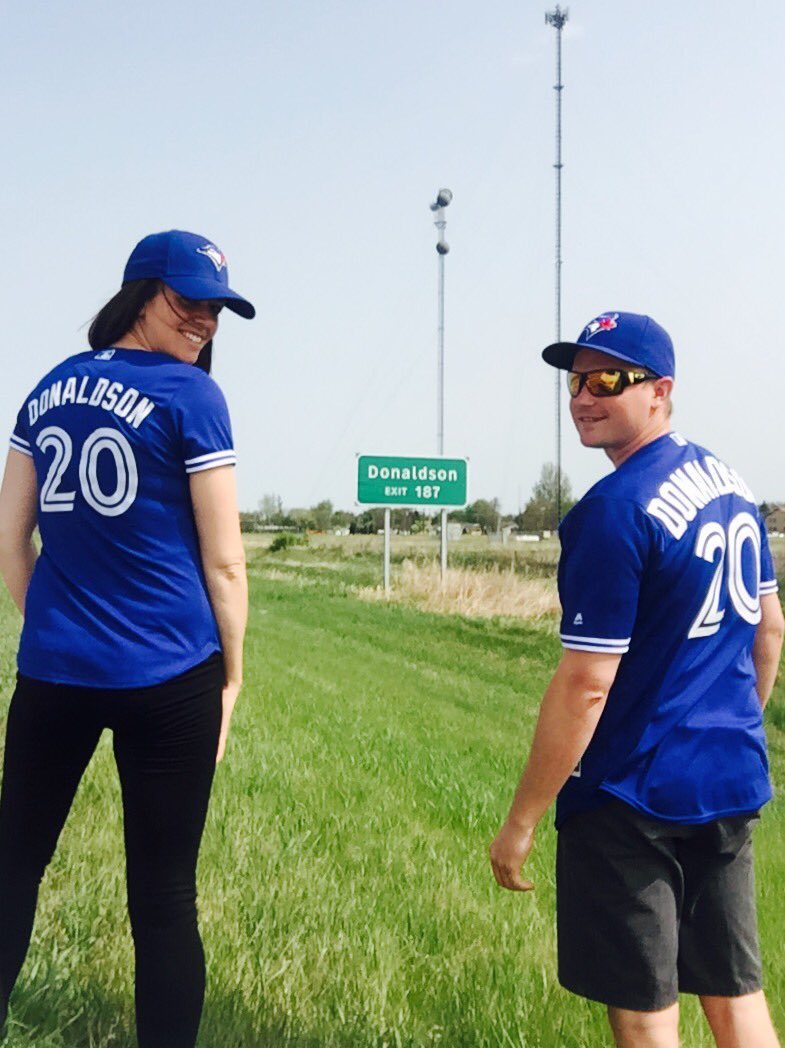 Tourist pic en route to Minni from The Peg! We're coming for you @BringerOfRain20! @amyjorgs @BlueJays @Sportsnet https://t.co/JA2SIeTNuS
