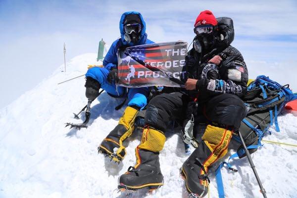Il fait le mont Everest avec une seule jambe