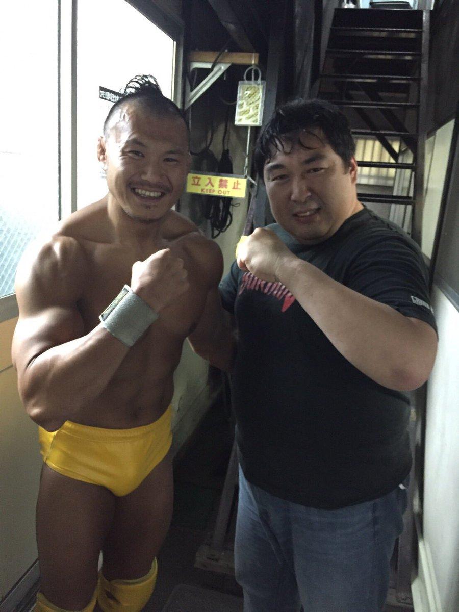 太田一平選手の復帰祝いのコメントをリング上で発表しました。いくぞー!! https://t.co/BQdh0TIf1h