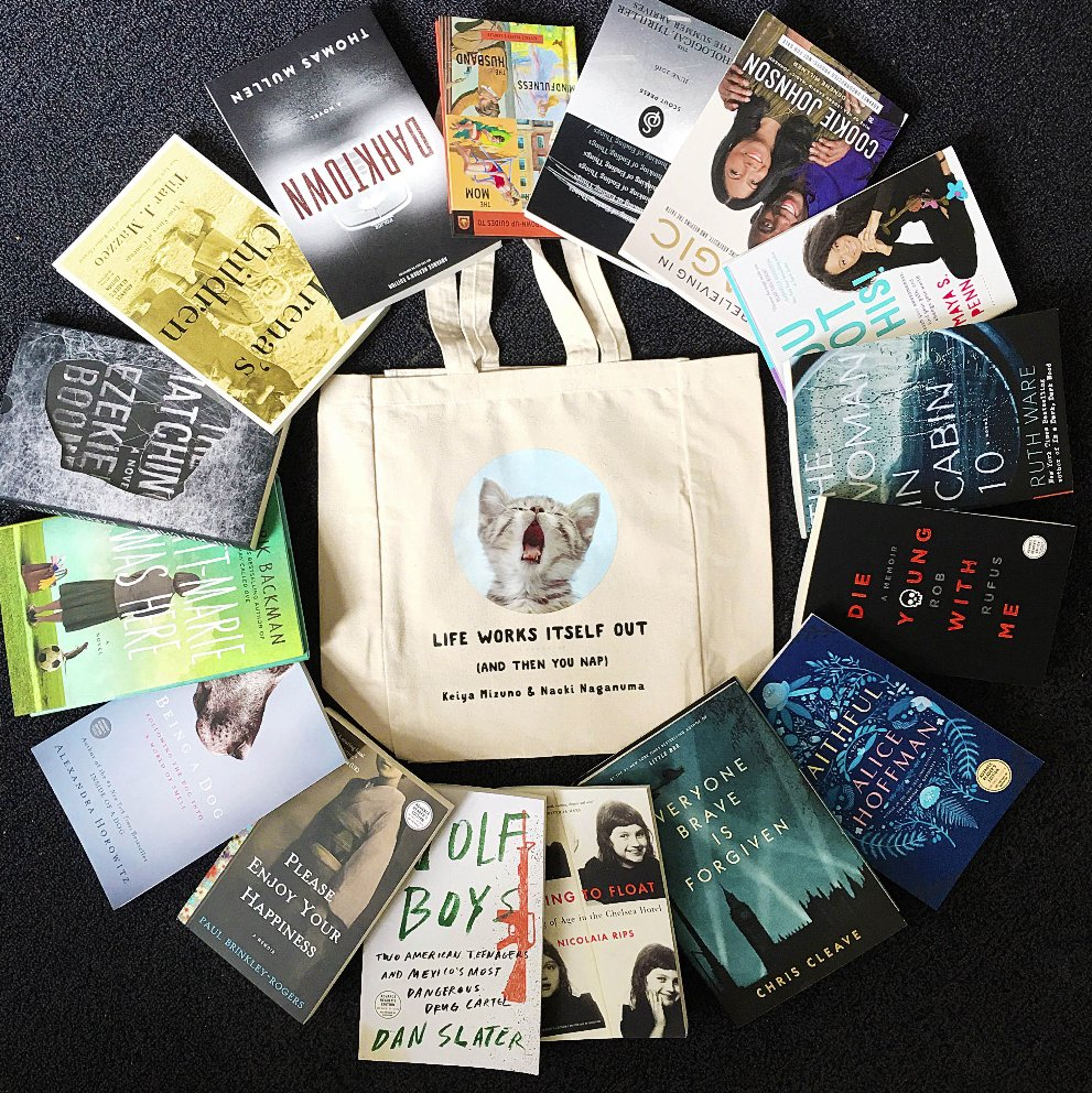 LAST DAY! RT for a chance to #WIN @simonschuster #BEA16 swag! (US only. Rules: https://t.co/UiMLhzl25Z) https://t.co/sDrR57cdpc