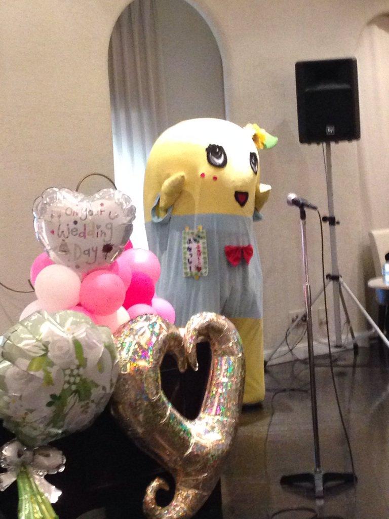 上倉さん御結婚おめでとうございました!イングウェイ話で意気投合したとのことで、披露宴会場にいた梨のふなっしーさん https://t.co/lhxEdt0ILZ