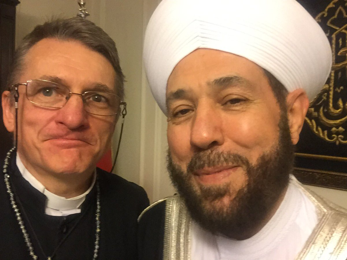 I couldn't resist taking a selfie with my dear brother, the Mufti https://t.co/tuCDg35Zyb