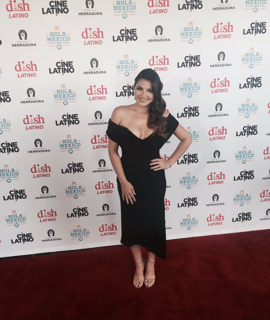 She is here!!! #MaitePerroni #holamexico2016 #losangeles #hollywood #rbd #redcarpet #elarribodeconradosierra https://t.co/uF4iBqjcfB