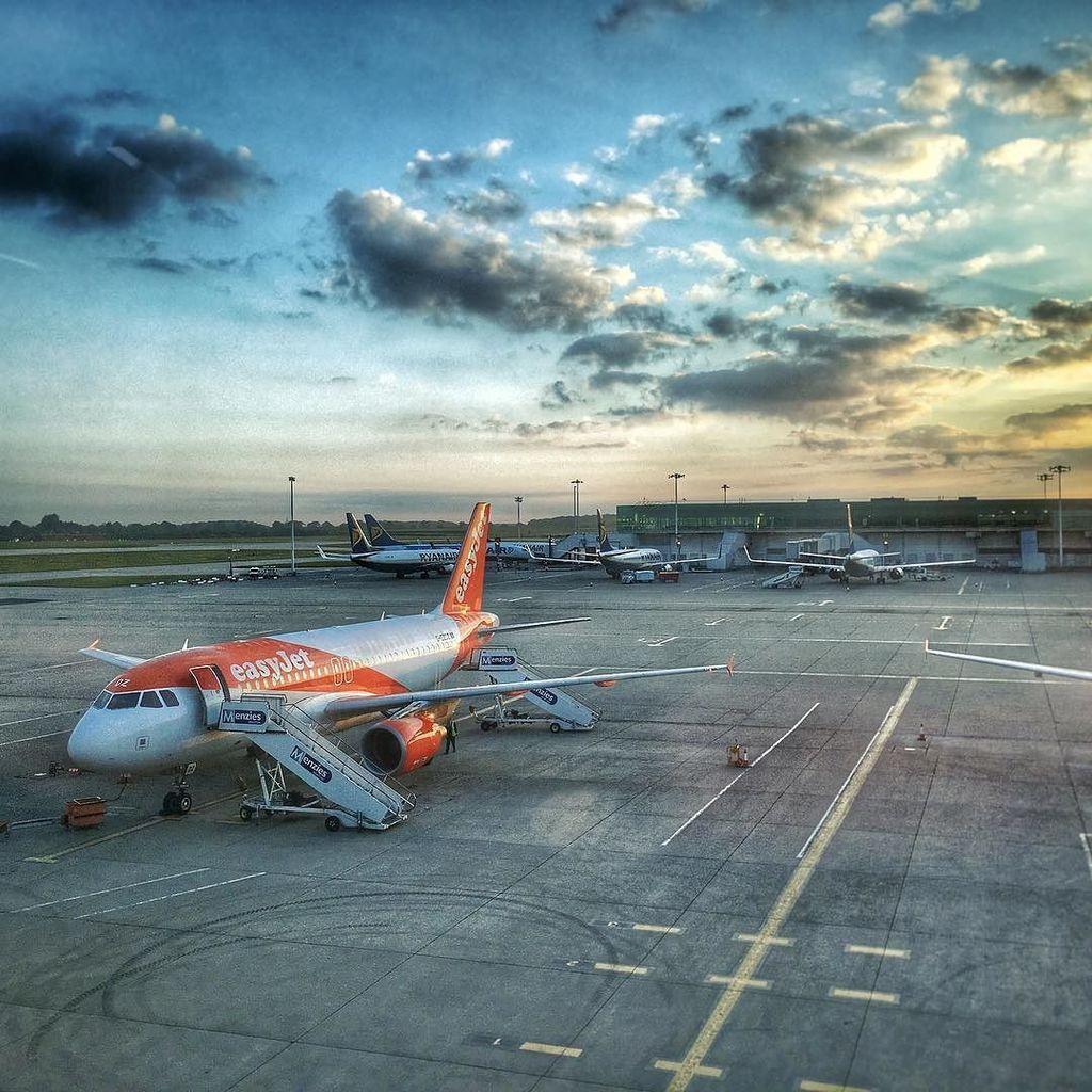 Voli low cost EasyJet: attenzione alla penale di 105 euro per i passeggeri