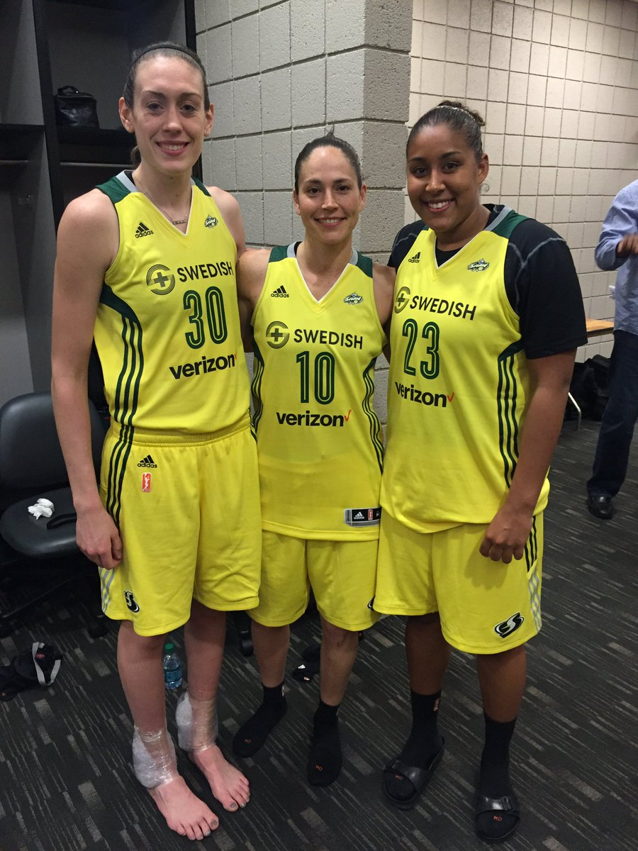 Such amazing reps for @UConnWBB Its @kaleena_23 @S10Bird & @bre_stewart30 after @seattlestorm 1st W of the season! https://t.co/iK8mlXYY3W