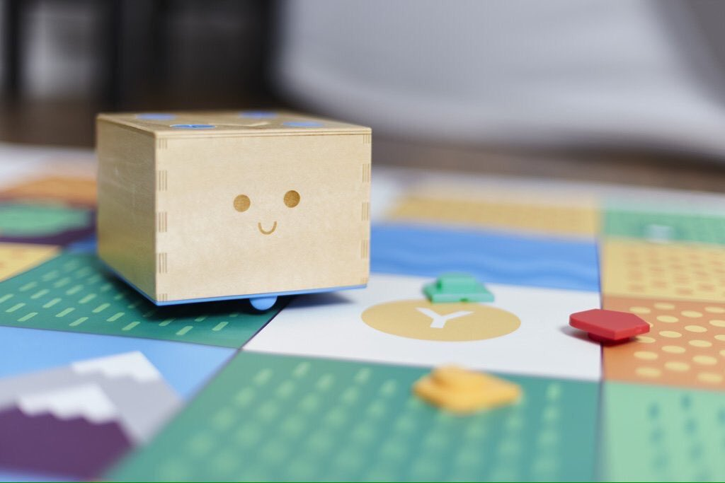 Time to talk about #cubetto, the wooden robot who teaches preschoolers coding  #digitalEDchat https://t.co/enjsvYuDaB