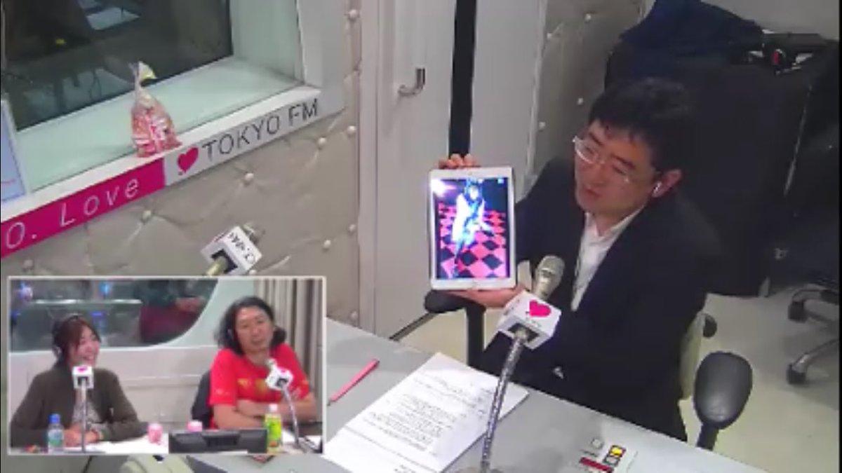 ほむらコスプレを見せる岩下社長(^^)  #tokyofm #SRC80 https://t.co/mQ0mr0zLDa