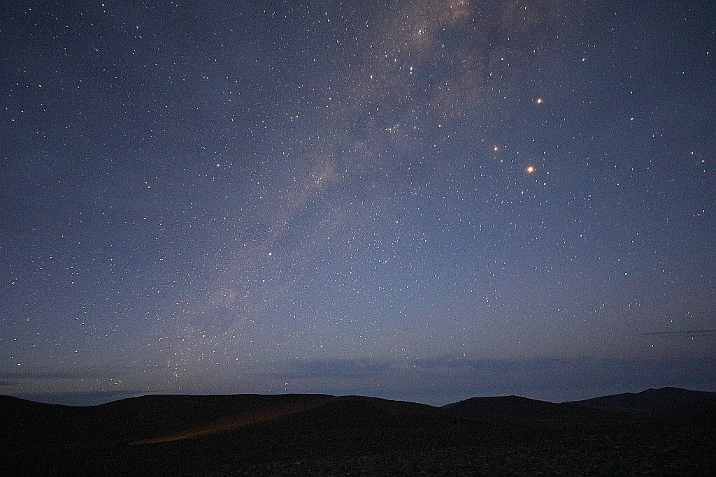 Woke up early enough to see this from my room window... Milky Way over the Atacama at Paranal, just now. #MeetESO https://t.co/uVyhXTwfQr