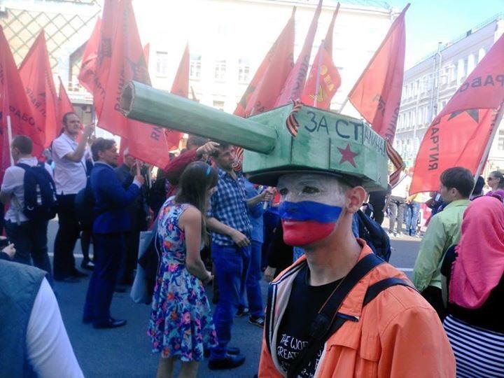 Боевики провели тяжелую военную технику по оккупированным Донецку и Луганску в нарушение Минских договоренностей - Цензор.НЕТ 1016