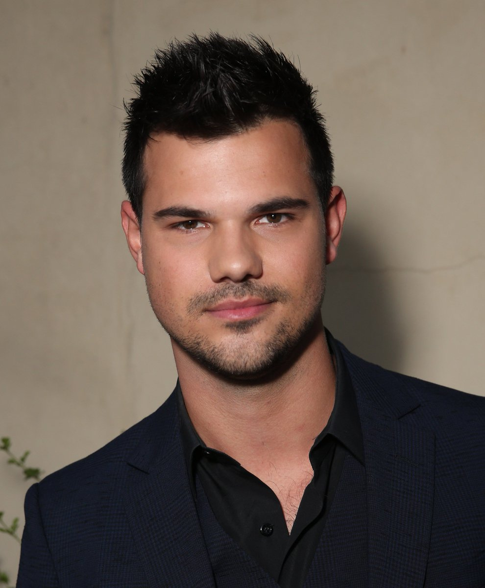 taylor lautner mania 2 on twitter more pics of taylor lautner at