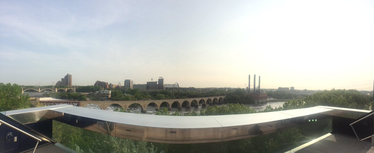 Good morning Minneapolis. #bushCON @GuthrieTheater https://t.co/aO993ucYLJ