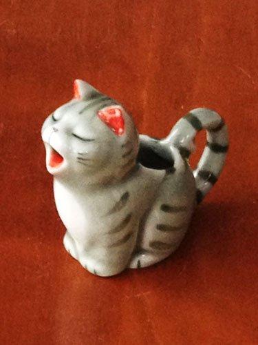 ついうっかり買ってしまった猫ミルクピッチャー 「ケコッケコッ」 「ロェーーーーー」 https://t.co/pvCuzhKCKy
