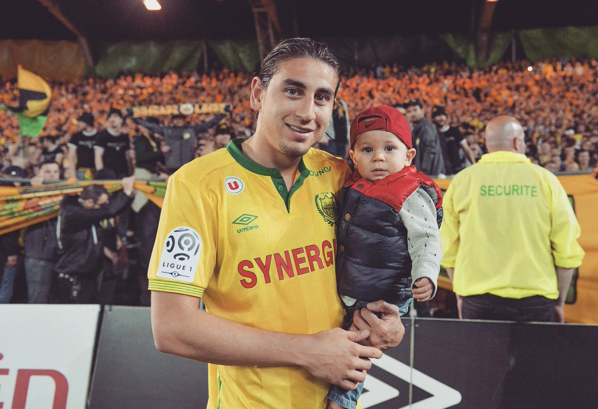 Not sure he&#39;ll remember this, but I sure will. Taking him on the pitch in front of amazing fans! #TribuneLoire #FCN<br>http://pic.twitter.com/05aODWz2Bk