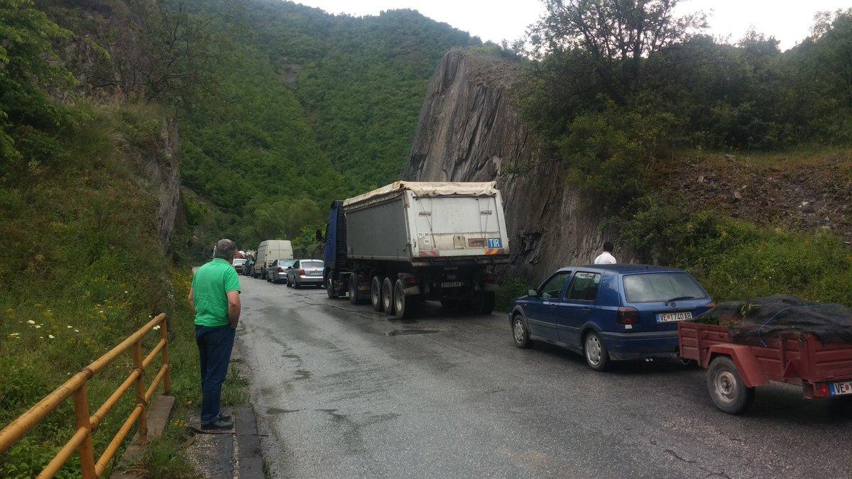 #1GM Petit contre-temps avec un accident mais les Macédoniens gardent leur calme. https://t.co/xNYbCGru0k