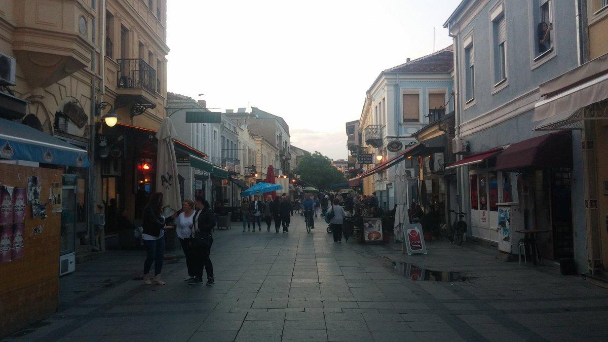 """Je vous emmène dans le centre de  #Bitola. Le nom vient du vieux slave Obitel qui veut dire """"monastère"""". https://t.co/zseCi5s8fo"""