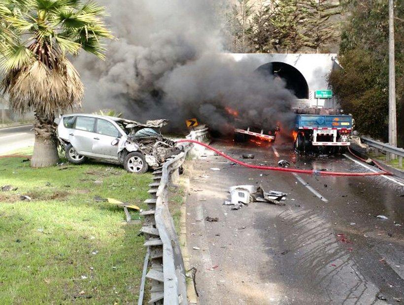 Violento choque en el túnel Los Gemelos en Viña: no descartan que haya personas fallecidas https://t.co/dunOMHwnff https://t.co/cF3NTYDFUr