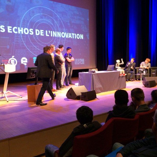Après chaque vidéo de projet #EchosEDS, les élèves échangent avec Stéphane Grammont (@stefsg), qui anime l'événement https://t.co/viBkpCltdA