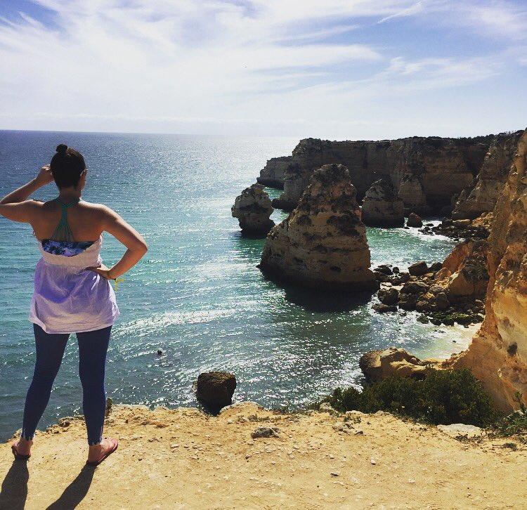 Working on a new blog post all about #PraiaDaMarinha @TwitterPortugal #travelblogger #bestbeachinPortugalpic.twitter.com/aFJlmUFUxJ
