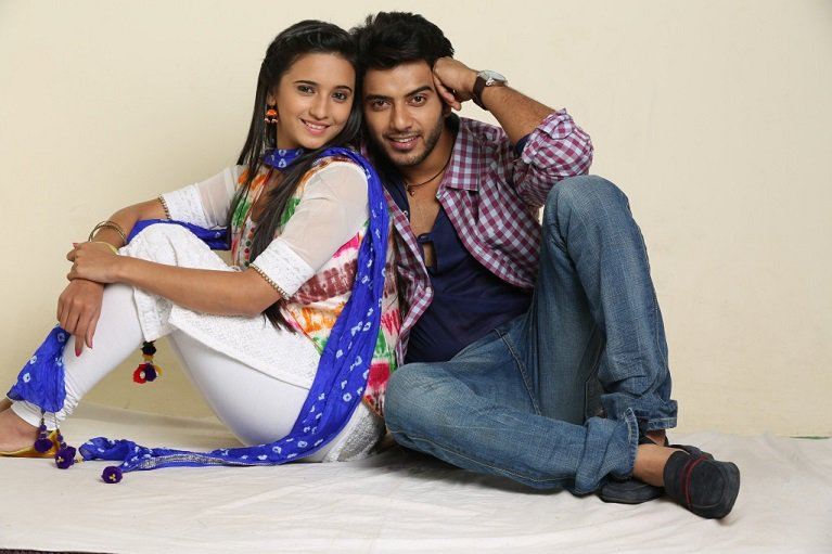 Vikram Singh Chauhan and Shivani Surve as Athrav and Vividha in Jaana Na Dil Se Door