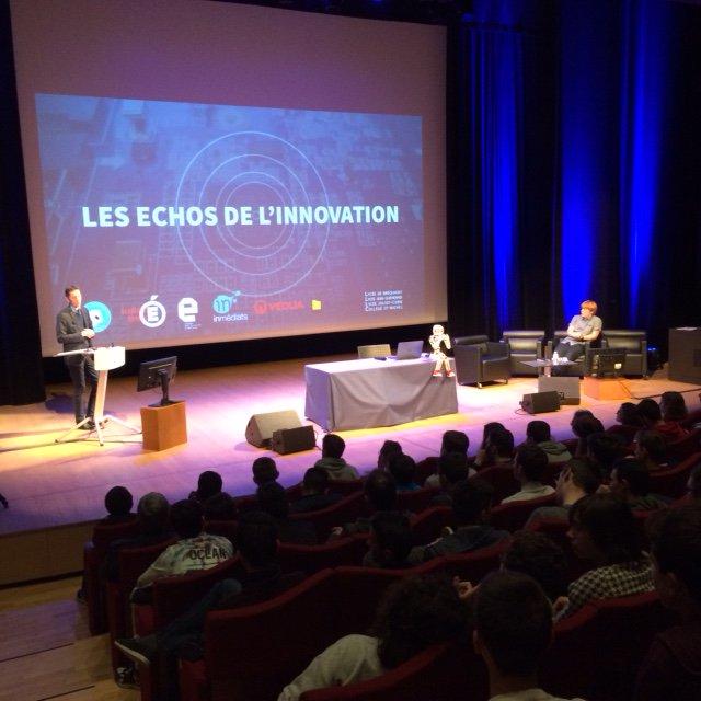 Martial Gabillard, Directeur Territoire Bretagne @veolia rencontre les élèves présents aux #EchosEDS #inmediats https://t.co/s8P71xpQ1d
