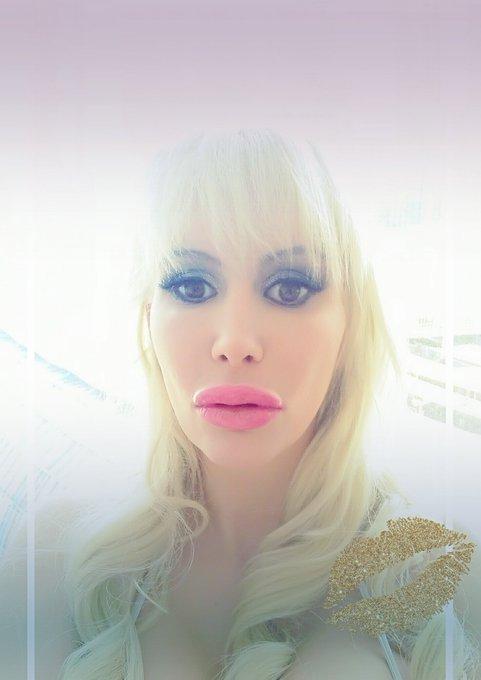 ? I love my new fantastic plastic lips ? #bimbo #bimbodoll https://t.co/gpXrTwgXyN