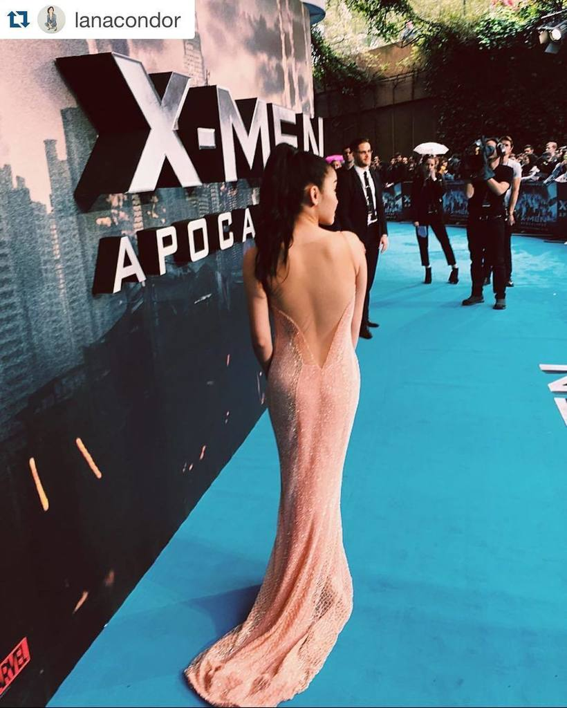 #Repost @LanaCondor: Back of dat dress doe