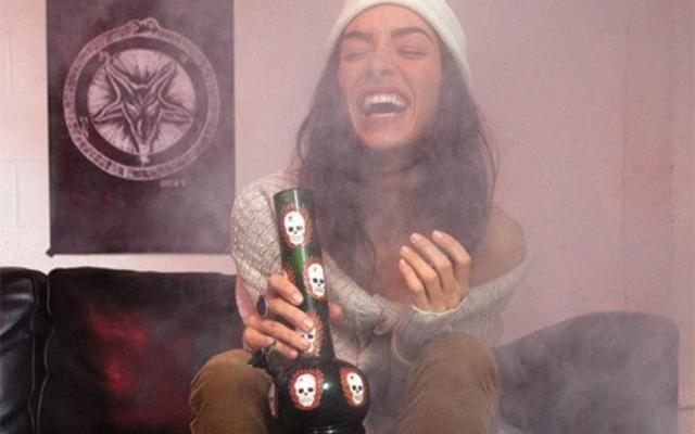 11 Hints You Might Be Dating Your Bong