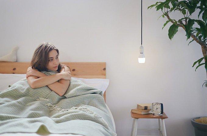 ソニーがLED電球スピーカーを発売 - ワイヤレスで音楽再生、192色のカラー点灯も