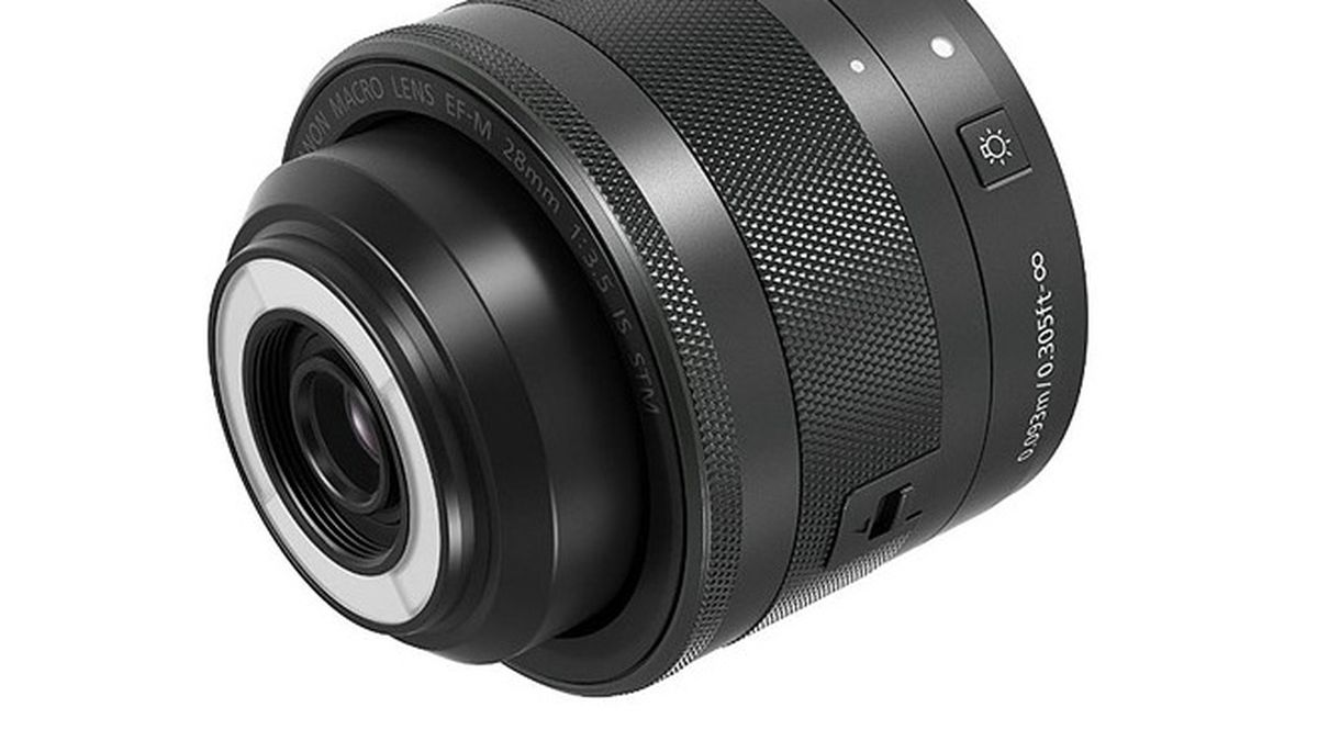 Canon's new macro lens has a built-in ring flash