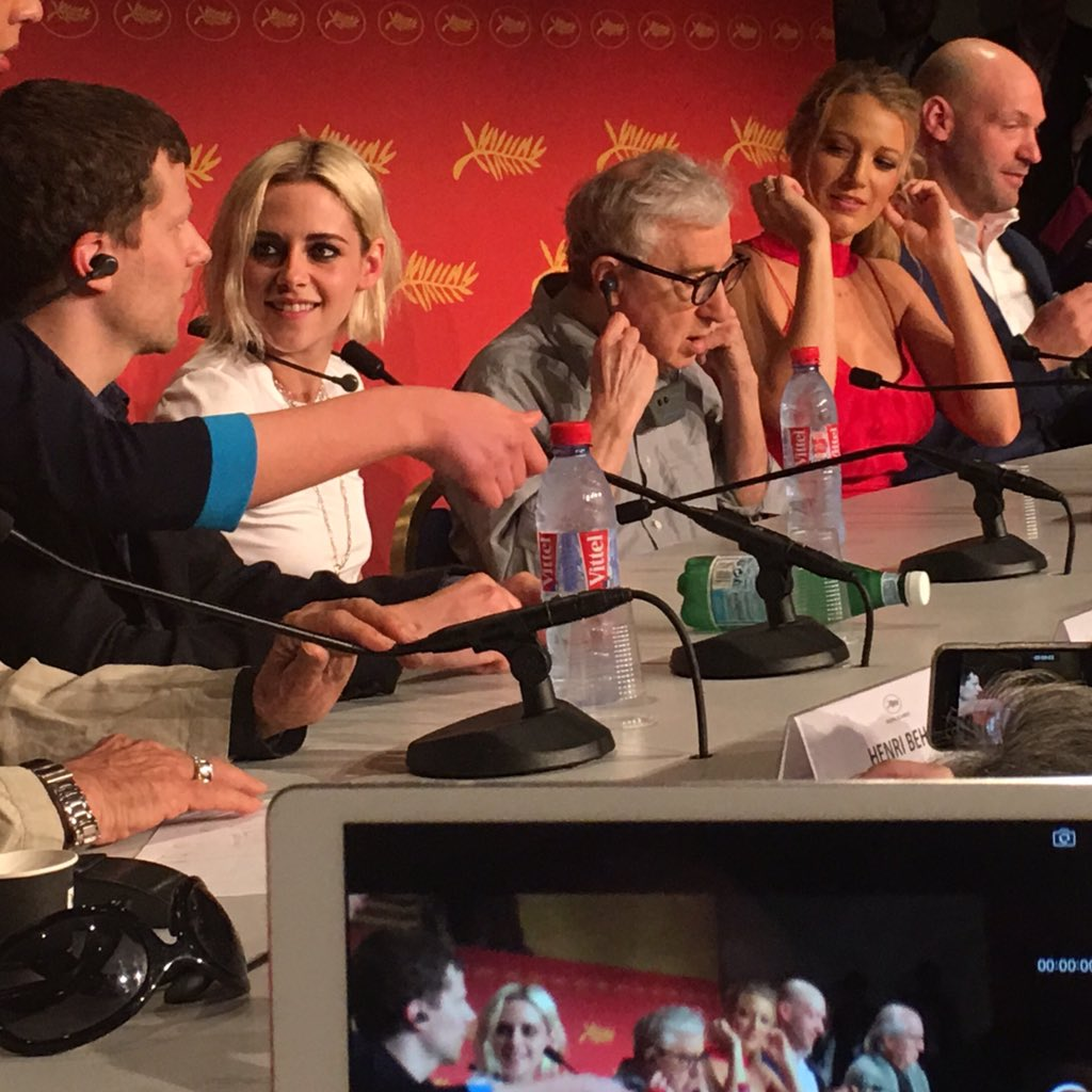 At #Cannes2016, here's #KristenStewart #WoodyAllen #JesseEisenberg #BlakeLively & #CoreyStoll talking #CafeSociety https://t.co/JWhl9h12vf