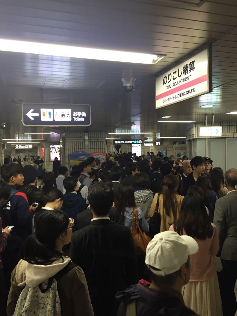 阪急茨木駅人でごった返しております https://t.co/MyGfZdK0f1