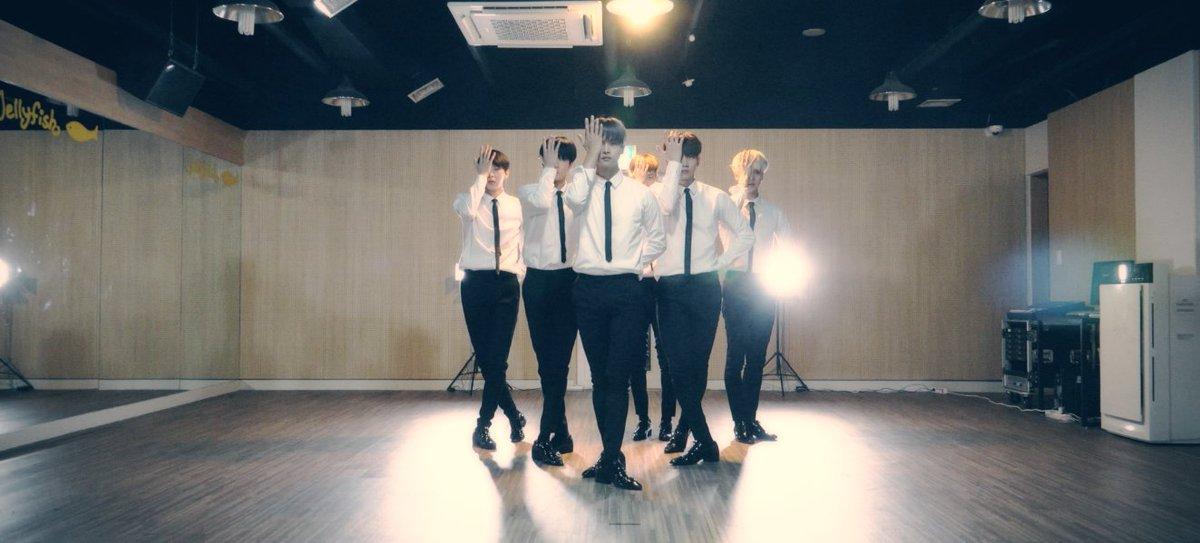 나는 로빅이다. #빅스 요원들의 #다이너마이트 MV 200만뷰 달성 <별빛요원들에게 바치는 스페셜 안무영상-남자의정석 ver.>이 공개되었다. 별빛요원들 고맙습니다!