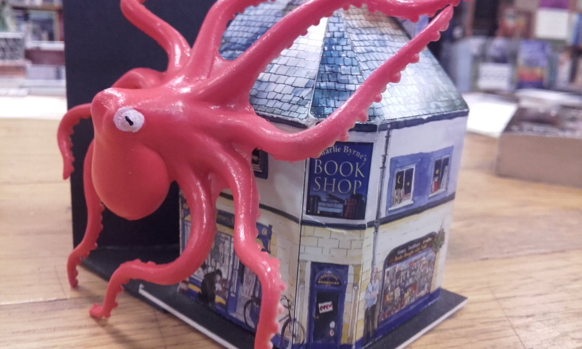 Giant Octopus attack here on Middle Street. Didn't see that coming! #Saveourbooks <br>http://pic.twitter.com/rTWEVU8IQE